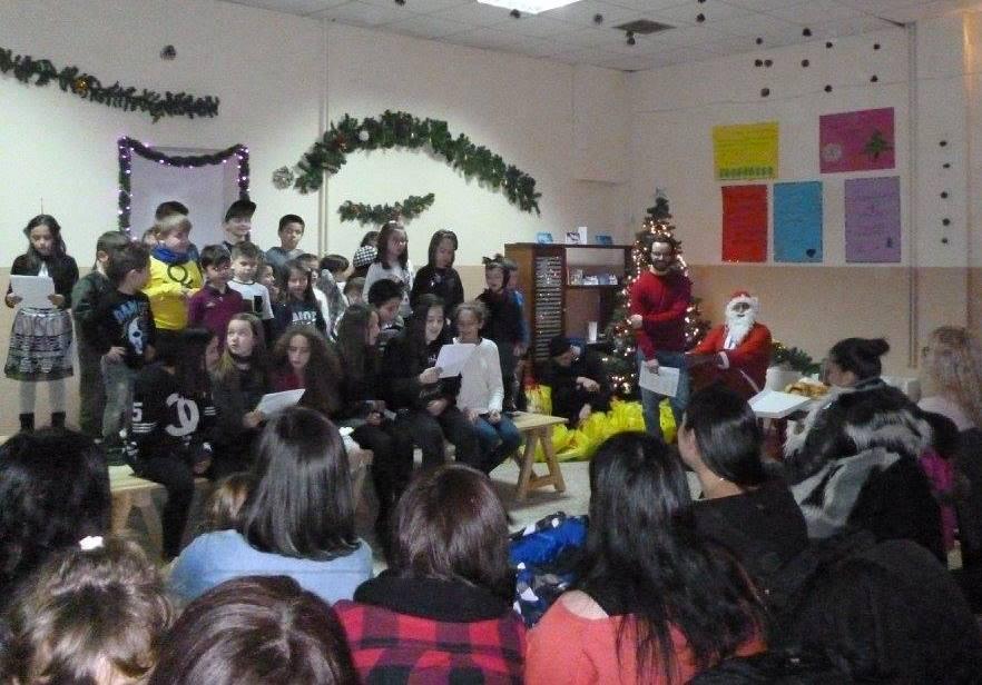 Πρωτοχρονιάτικη παιδική γιορτή με πλούσια δώρα για όλα τα παιδιά του χωριού 31-12-2017